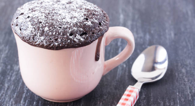 Mug Cake: prepariamo il super dolcetto facile e veloce cotto al microonde!