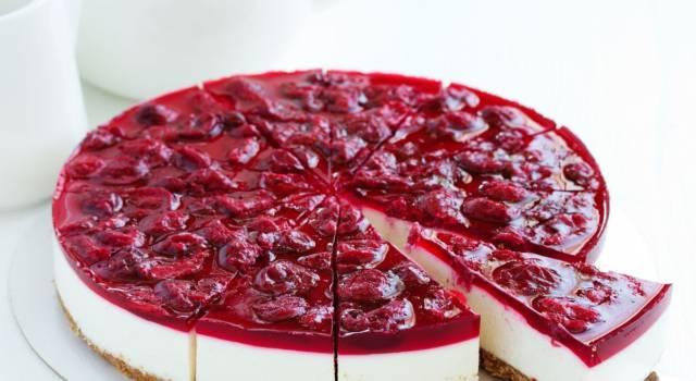 Cheesecake fredda alle ciliegie: una fetta tira l'altra!