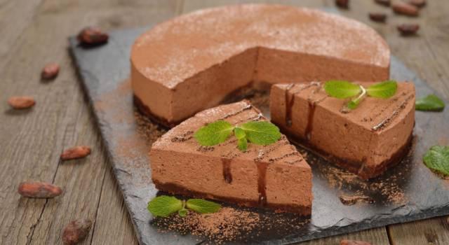 Voglia di un dolce veloce goloso? Prepariamo la cheesecake al cioccolato!