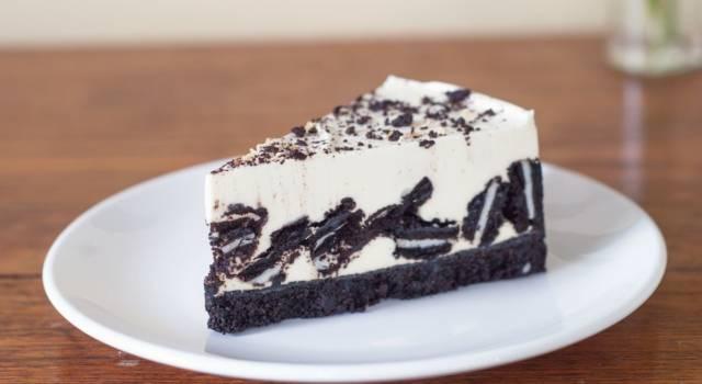 Se cercate un dolce delizioso e veloce da fare, dovete provare la torta Oreo!
