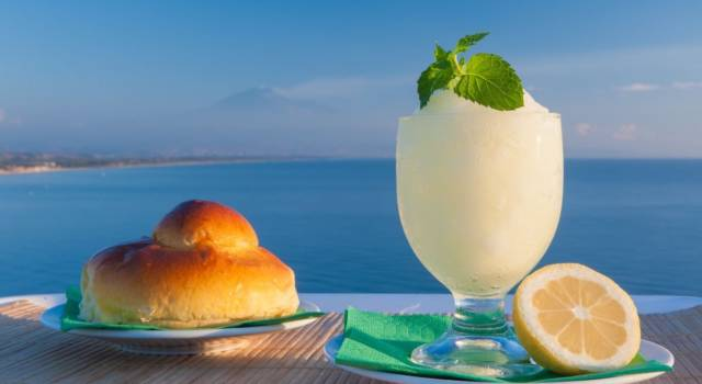 Come fare la granita al limone siciliana: la ricetta classica e quella con il Bimby