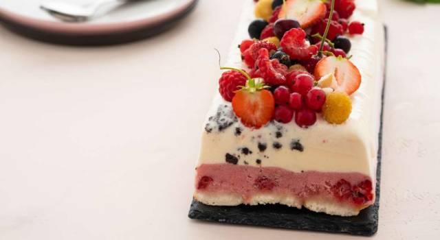 Semifreddo ai frutti di bosco: la ricetta per dolci veloci da fare in estate