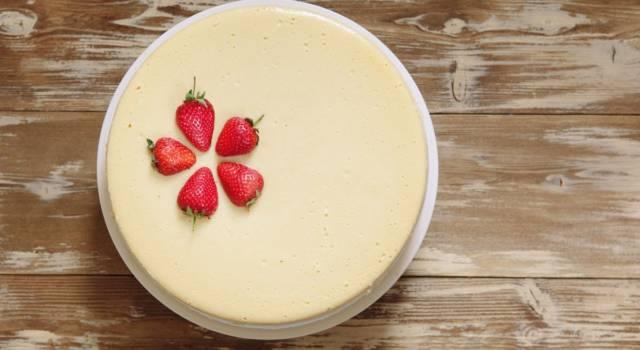 Ideale per chi preferisce le torte fredde e senza cottura: è la cheesecake al latte condensato!