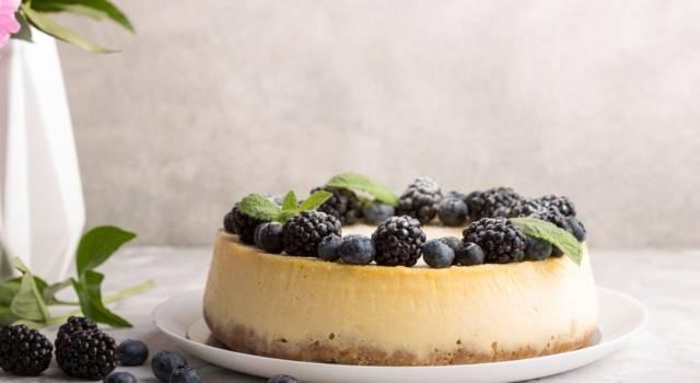 Cheesecake alle more: per chi ama le torte facili con la frutta!