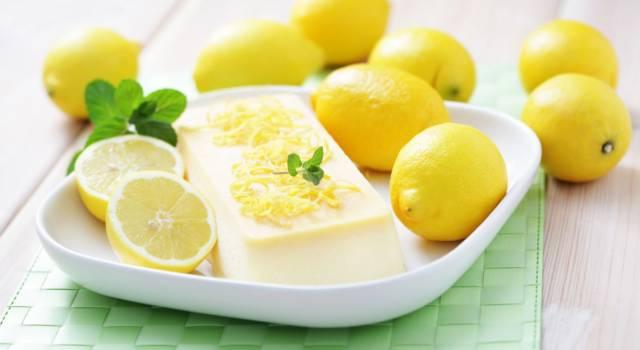 Come fare il semifreddo al limone, un dessert fresco ed elegante