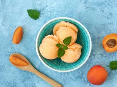 Digestivo e fresco: ecco come si prepara un sorbetto all'albicocca fatto in casa!