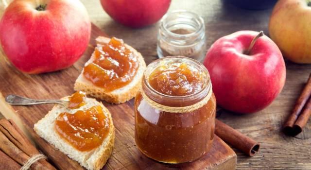 Perfetta da spalmare sul pane o per arricchire crostate e torte: è la marmellata di mele!