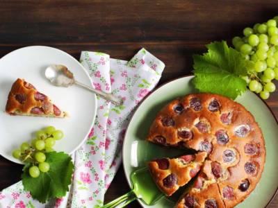 Ingredienti e ricetta della torta all'uva: un dolce imperdibile!
