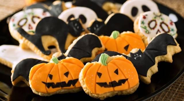 Ma quanto sono simpatici i biscotti di Halloween? Ecco come si preparano!