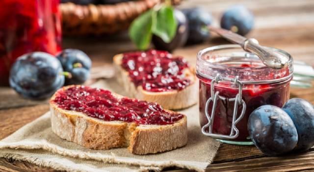 Perfetta da spalmare sul pane o per dolci di ogni tipo: la ricetta della marmellata di prugne