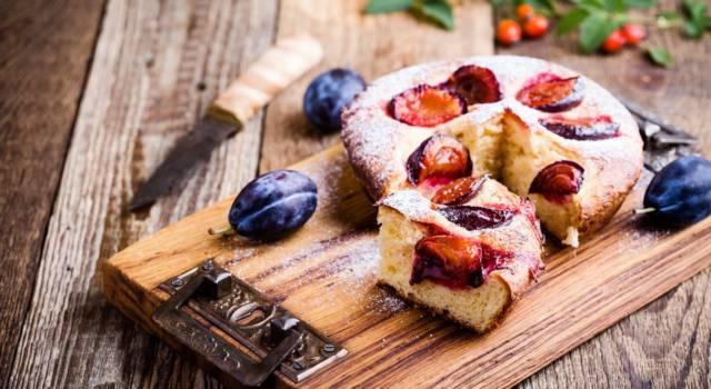 Chi vuole una fettina di torta di prugne? Ecco come si prepara!