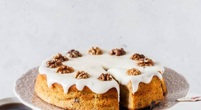 Soffice, buonissima e scenografica: è la torta di zucca!