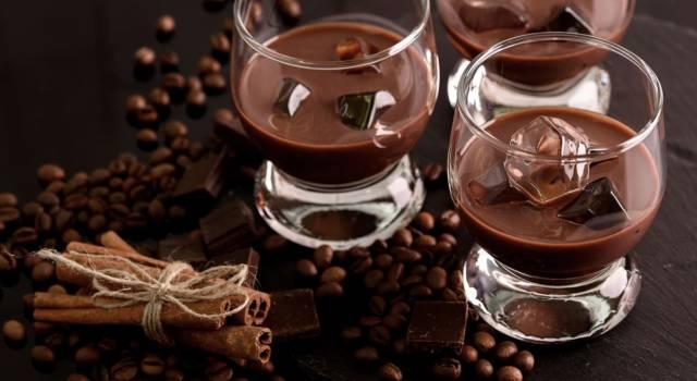 Su i bicchieri: prepariamo il liquore al cioccolato!