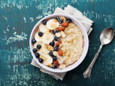 Buonissimo porridge d'avena: per una colazione leggera e nutriente!