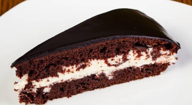Golosa, facile da fare e ricca di cioccolato: è la torta pinguì!