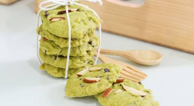 Fragranti e dal colore inconfondibile: sono i biscotti al tè matcha!