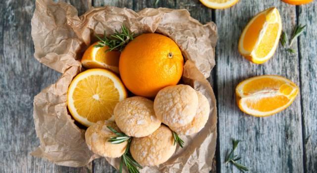 Che buoni i biscotti all'arancia: uno tira l'altro!