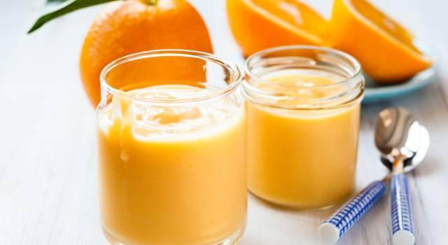 La crema all'arancia è perfetta per arricchire dessert di ogni tipo: prepariamola insieme!