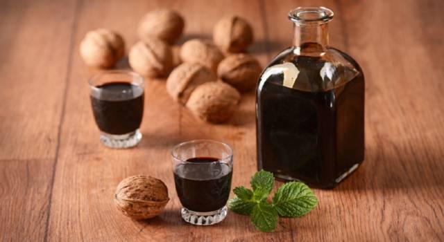 Come fare il nocino: un liquore aromatico e buonissimo!