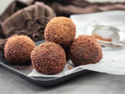 Voglia improvvisa di dolce? Prepariamo le palline di cioccolato!