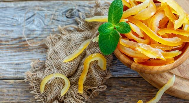 Scorze d'arancia candite: un'ottima ricetta anti spreco!