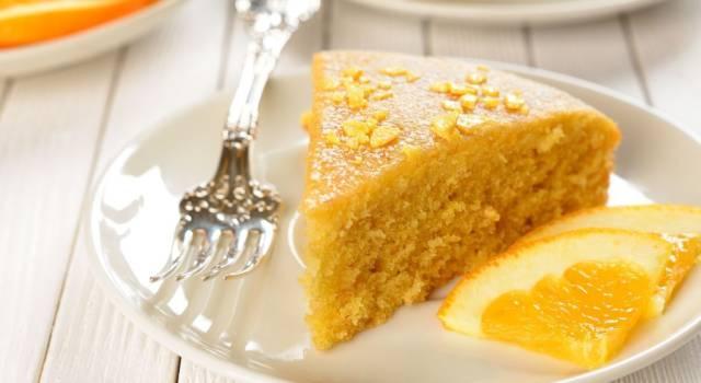 Idee per la colazione: prepariamo la torta all'arancia senza uova!