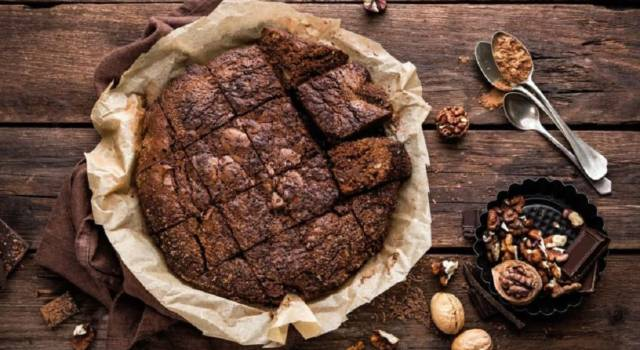 Che buona la torta noci e cioccolato: scopri subito come si prepara!