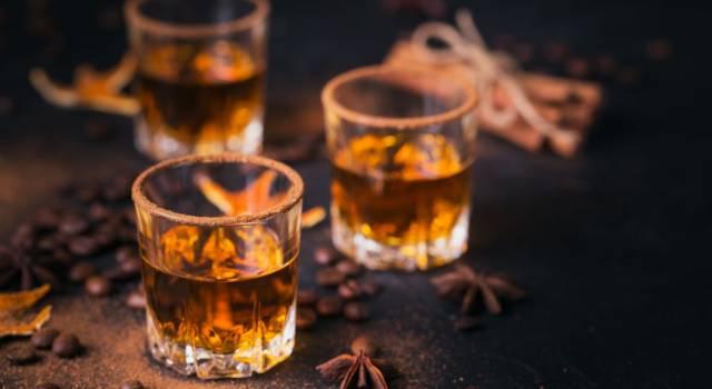 Liquore alla cannella: un digestivo profumato da servire a fine pasto!