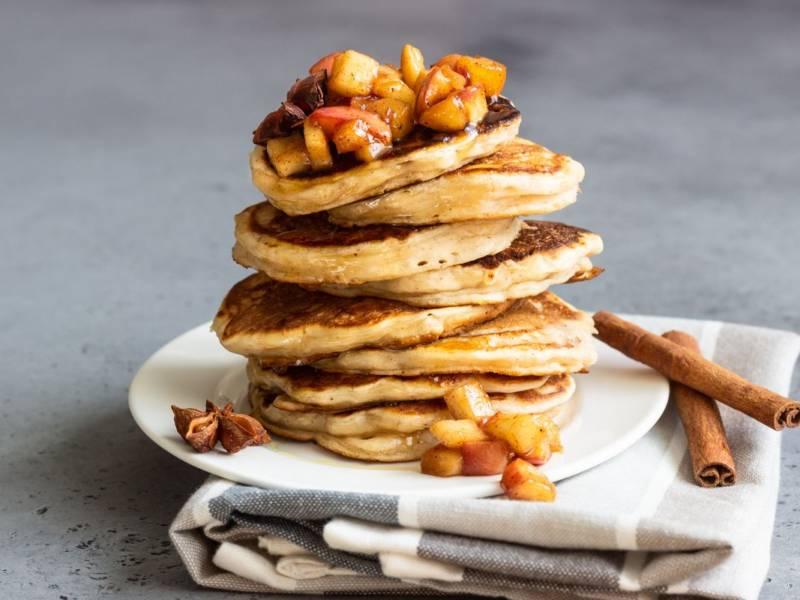 Zero idee per la colazione? Provate i pancake alle mele!