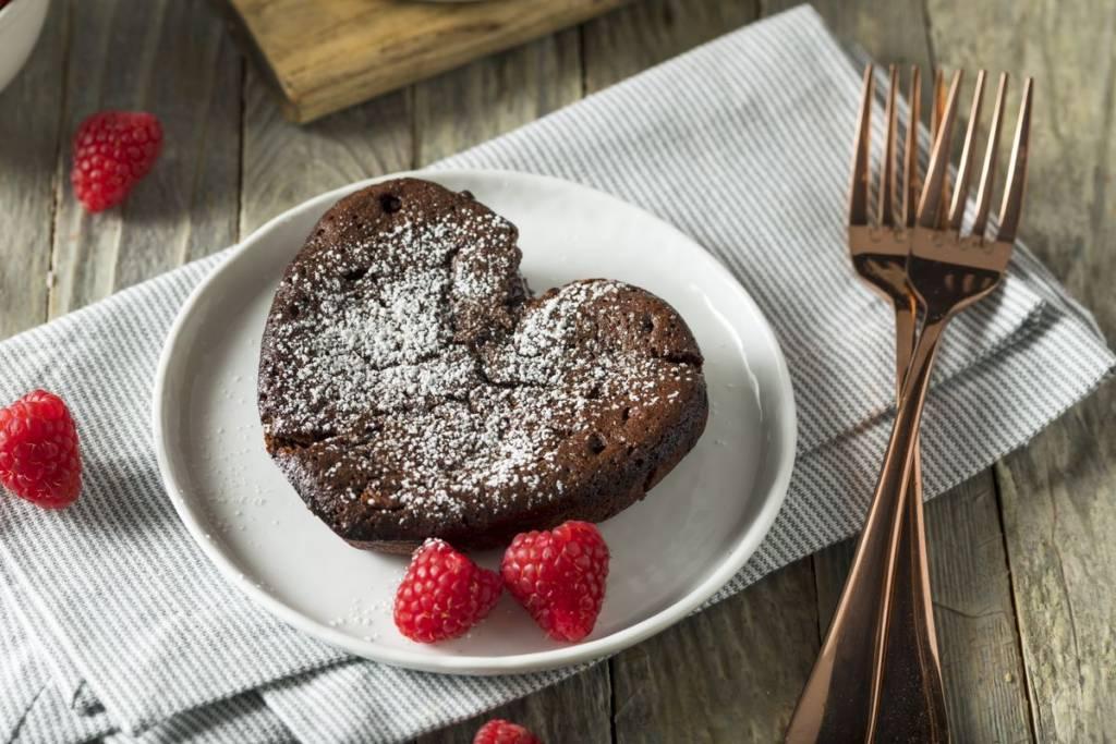 Torta al cioccolato a cuore