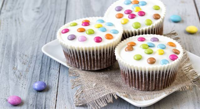 Muffin con smarties: una ricetta perfetta per grandi e piccini!