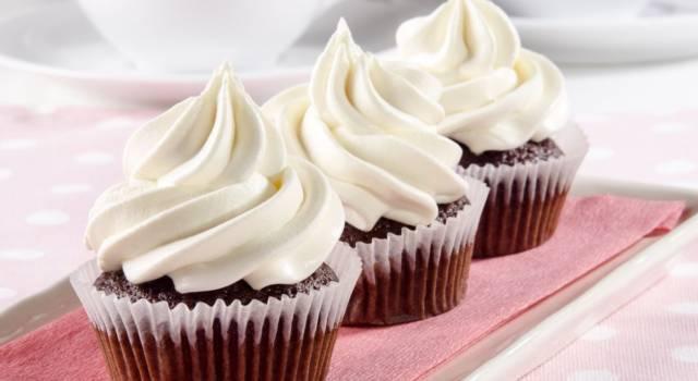 Si prepara in pochi minuti ed è ottima per decorare dolci: è la crema al burro