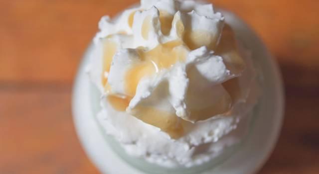 Fresca, facile da fare e buonissima: è la crema chantilly al limone