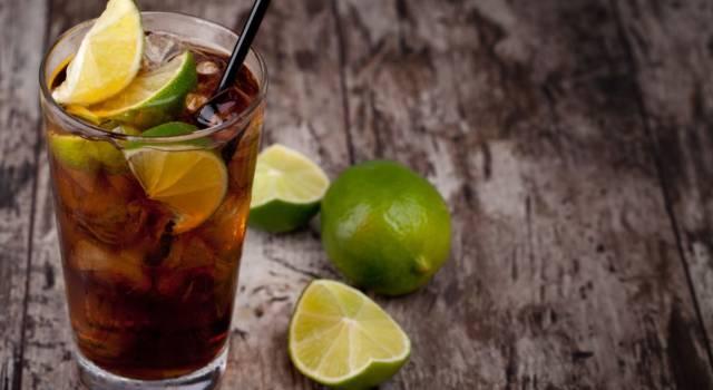 La ricetta del Cuba Libre, il cocktail a base di rum e Coca cola