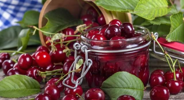 Come conservare le ciliegie alla vecchia maniera? Sotto spirito!
