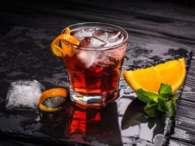 Come si prepara il cocktail Americano? La ricetta del drink preferito da James Bond!
