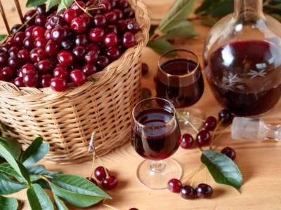 Prepariamo il liquore di ciliegie fatto in casa!