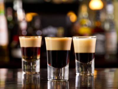 Conoscete il cocktail B52? Il drink a strati che vi stupirà!
