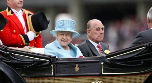 La Regina mette in vendita il suo gin: curiosi di scoprirne le caratteristiche?
