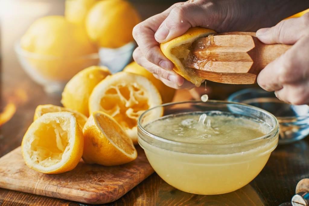 come spremere un limone