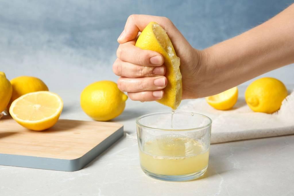 Spremere il limone senza spremiagrumi