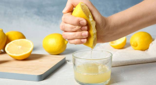 Come spremere un limone e ottenere più succo