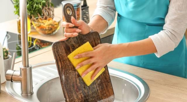Pulire il tagliere: come farlo in modo corretto in base ai diversi materiali