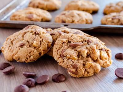 Biscotti al bicchiere: una ricetta velocissima da preparare senza bilancia