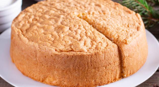 Un dolce più soffice della torta degli angeli non lo avete mai assaggiato: scommettiamo?