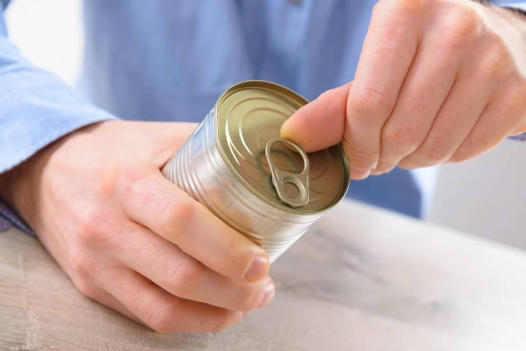 come aprire una lattina senza apriscatole