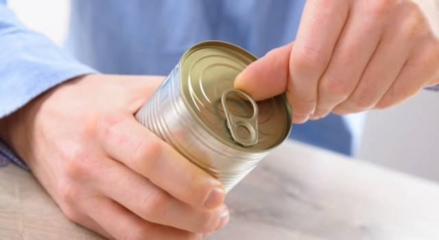 Aprire una lattina senza utilizzare un apriscatole: ecco come fare