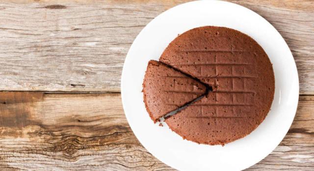 Pronti ad accendere il forno? Oggi prepariamo la torta 5 minuti al cioccolato