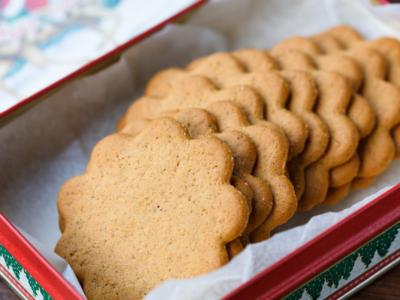 Natale è alle porte e dalla cucina arriva profumo di spezie: sono i pepparkakor!