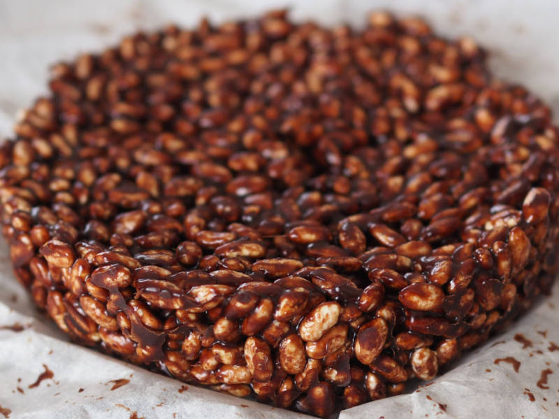 Torta di riso soffiato e cioccolato: per chi ama i dolci veloci (e golosissimi!)